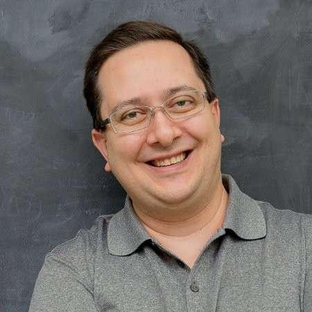 Rafael Rez - Ícone internacional de Content Marketing. Professor e Palestrante internacional. Autor best seller.